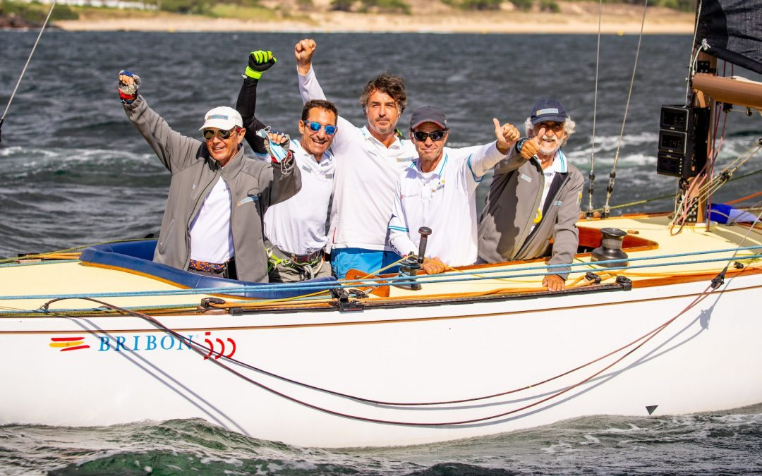 """""""Bribon 500"""" and """"Thisbe,"""" champions of the Xacobeo 6mR Europeans in a breathtaking final day of racing"""